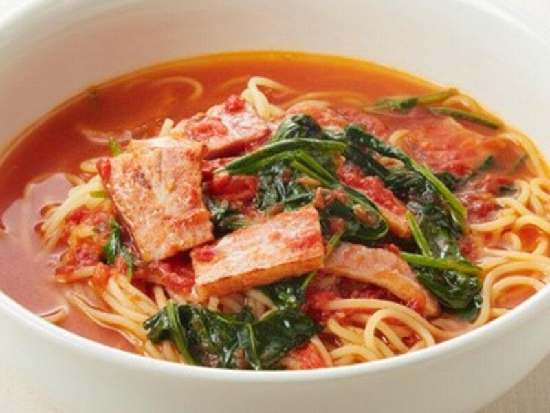 ベーコンとほうれん草のトマトスープパスタ、スパゲティ