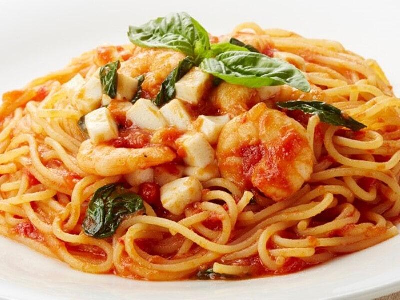 エビとモッツァレラのトマトソースパスタ、スパゲティ