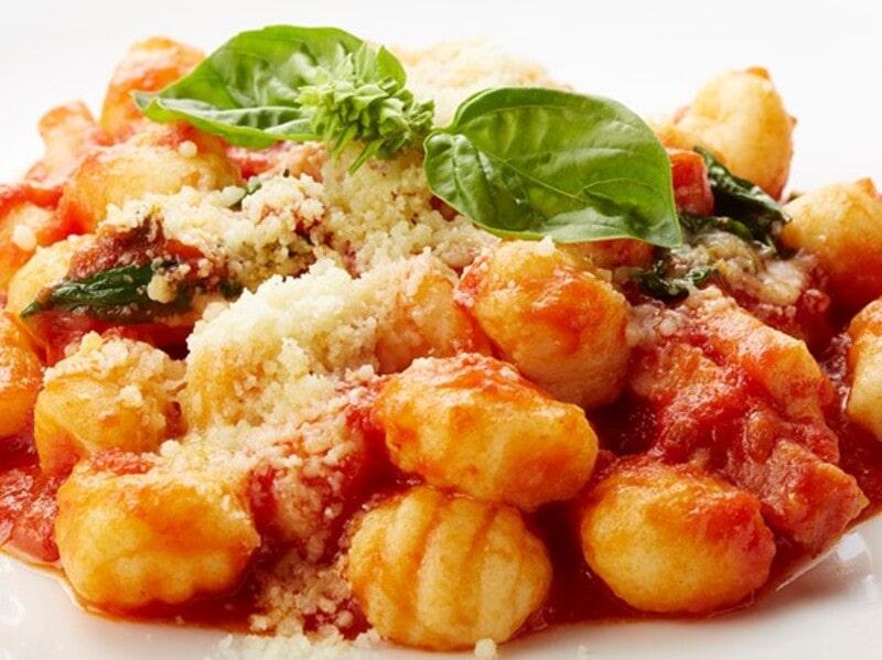 ニョッキ・ベーコンとバジルのトマトソースパスタ、スパゲティ