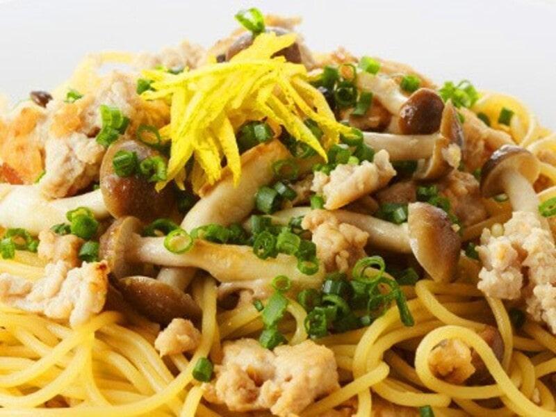 鶏そぼろときのこの醤油味・ゆず風味パスタ、スパゲティ
